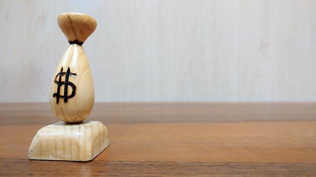 pytel peněz – dřevěný